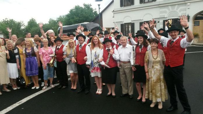 Musikerinnen und Musiker mit dem lettischen Chor
