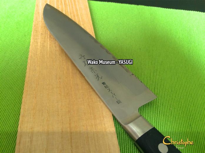 """Couteau que j'ai utilisé pour la 1ère fois, à ma """"cheese party"""" à Tokyo."""