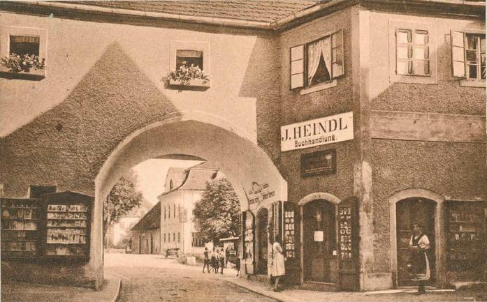 Innenansicht Linzer Tor mit erweiterte Verkaufsfläche an der Fassade