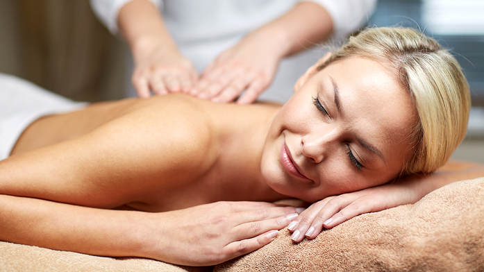 entspannt bei der Massage