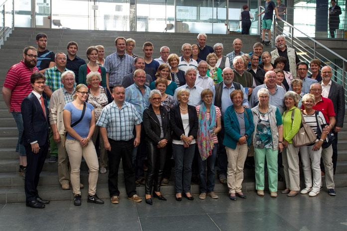 Gruppenbild mit dem MdB Mark Helfrich (vorne li.) und Bürgern aus seinem Wahlkreises.
