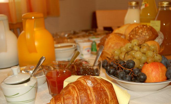 Ruefen Doppelzimmer, leckeres Frühstück