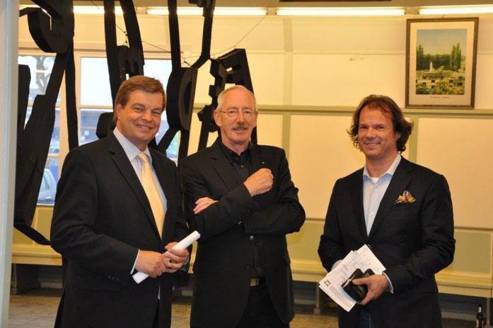 Enak Ferlemann mit dem 1. Vorsitzenden des Cuxhavener Kunstvereins Hans Hochfeld und Professor Dr. Hettinger