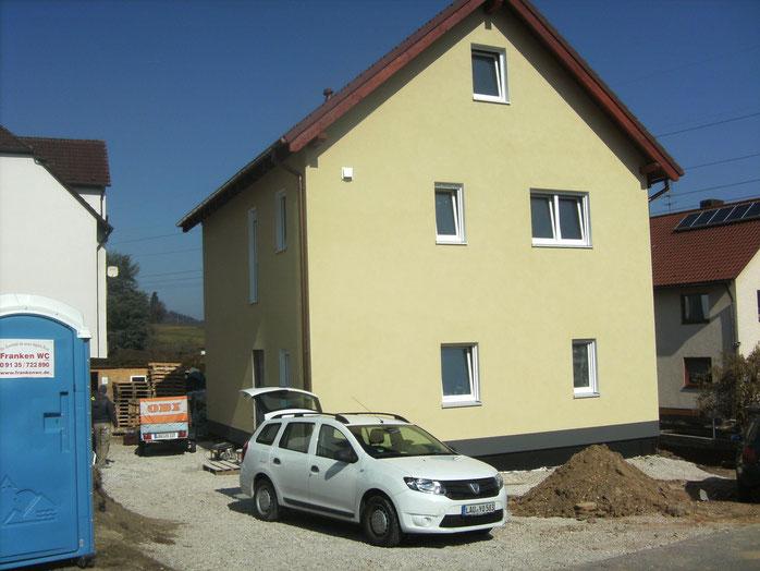 Der Innenausbau ist in vollem Gange. Der Einzug der Bauherren wird bereits vorbereitet.