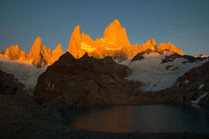 Sonnenaufgang an der Laguna de los Tres, Cerro Fitz Roy, Patagonien