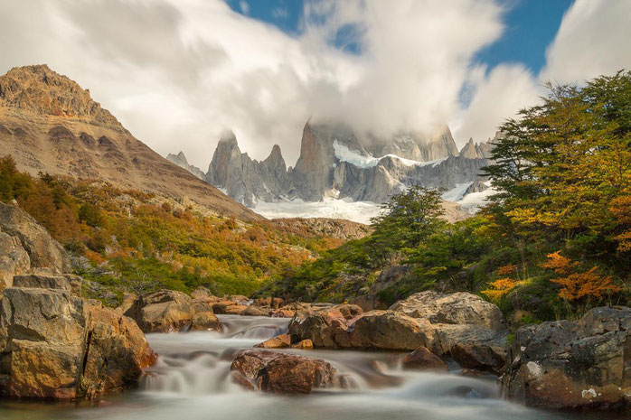 Cerro Fitz Roy mit Wasserfall, Patagonien