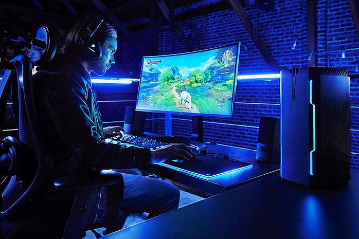 Gaming PC und Monitor