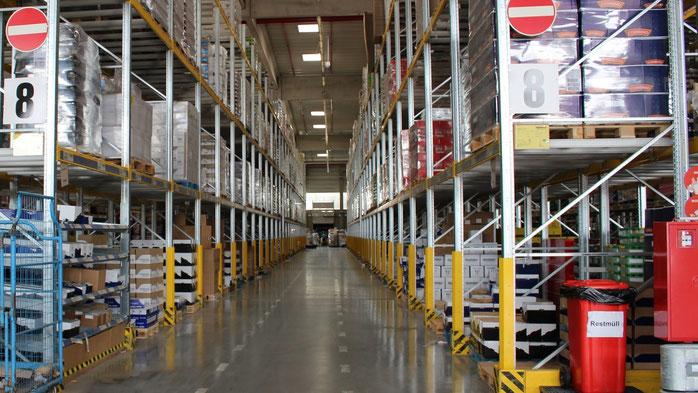 Foto: Jobcenter Salzlandkreis - Ein Hochregallager in den Hallen der Lidl GmbH & Co. KG am Standort Bernburg