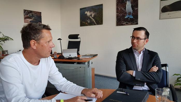 In einer Gesprächsrunde mit Daniel Lorenz, Verwaltungsleiter des Salus Fachklinikum Bernburg und Lutz Altrock