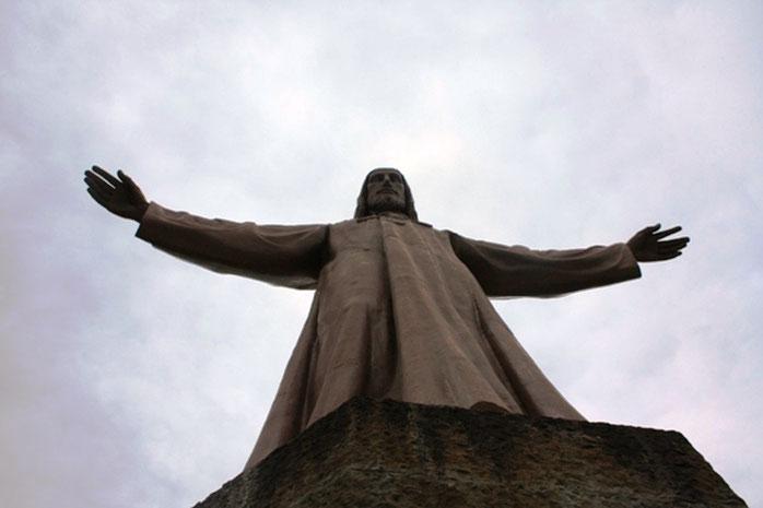 Храм Святого Сердца - Статуя Иисуса