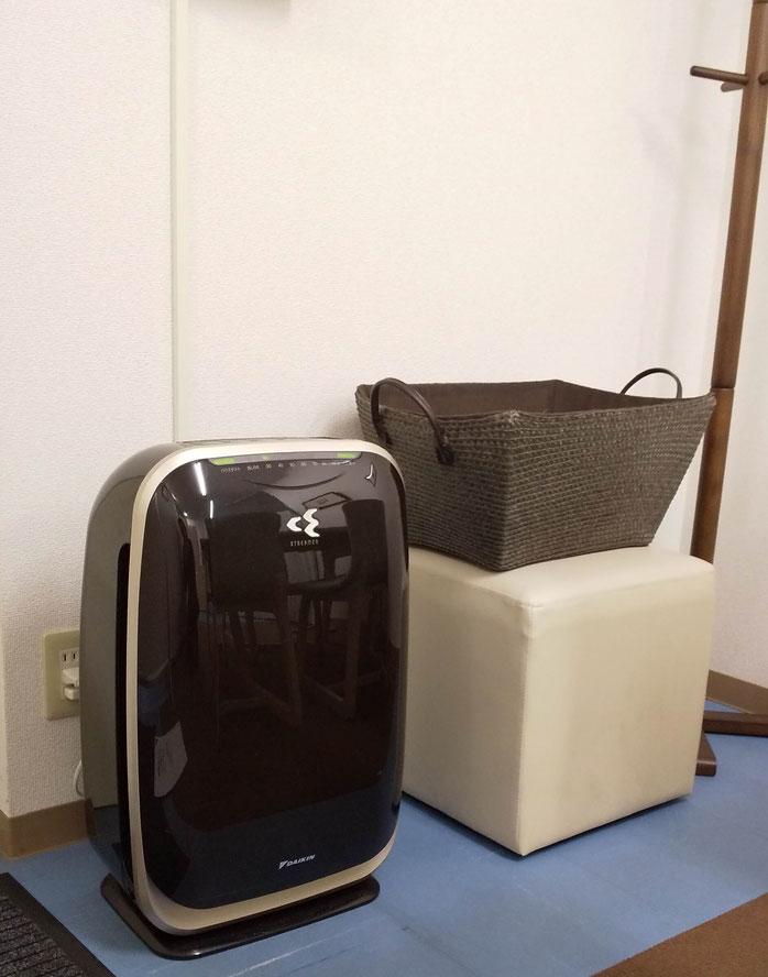 応接室にある加湿空気清浄機の写真