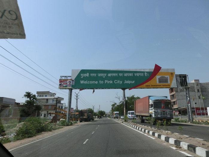 Einfahrt nach Jaipur