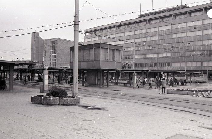 Zentralhaltestelle, Karl-Marx-Stadt, Chemnitz, 80er, Achtziger, früher, damals, DDR, Post, Poliklinik, robotron,