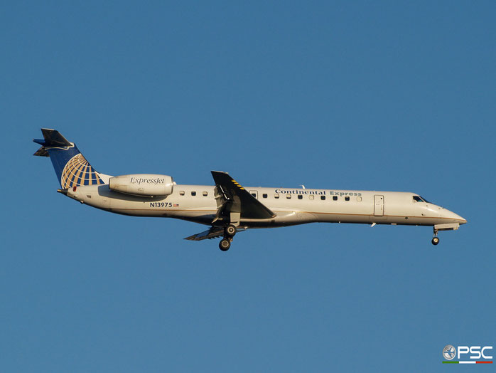 N13975 ERJ145LR 145163 United Express @ Newark Airport 14.09.2009 © Piti Spotter Club Verona