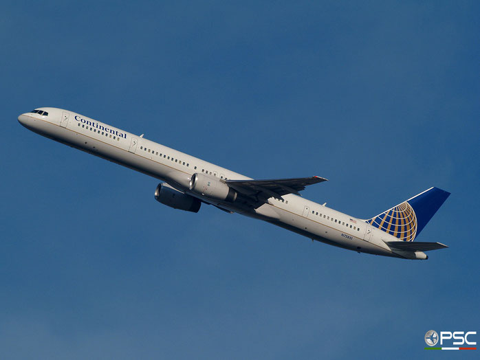 N75851 B757-324 32810/990 United Airlines @ Newark Airport 14.09.2009 © Piti Spotter Club Verona