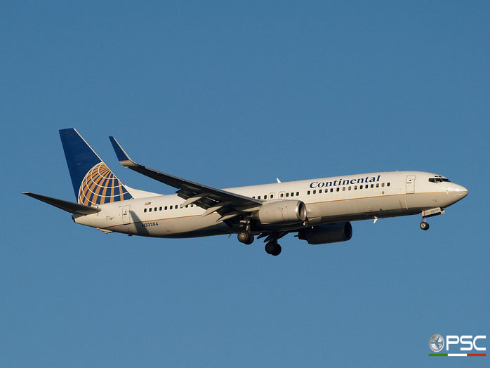 N33284 B737-824 31635/1475 United Airlines @ Newark Airport 14.09.2009 © Piti Spotter Club Verona