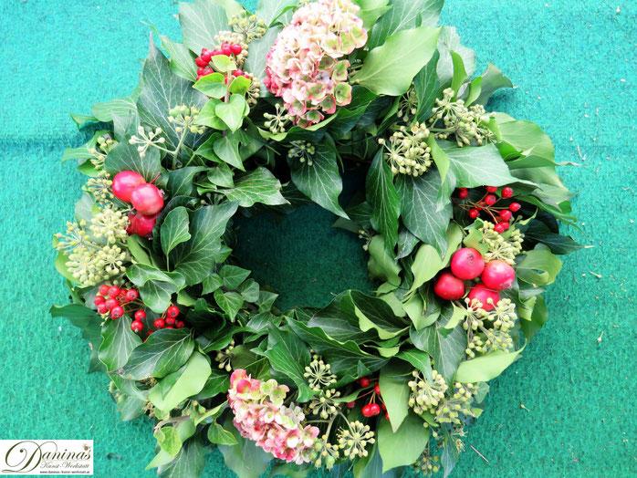 Herbstkranz basteln aus Naturmaterial - DIY Herbstdeko, Grabdekoration oder Geschenk für liebe Menschen.