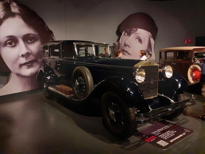 Una  delle    automobili   meravigliose  di  altri  tempi   esposte  al  Museo  dell'  Auto a  Torino