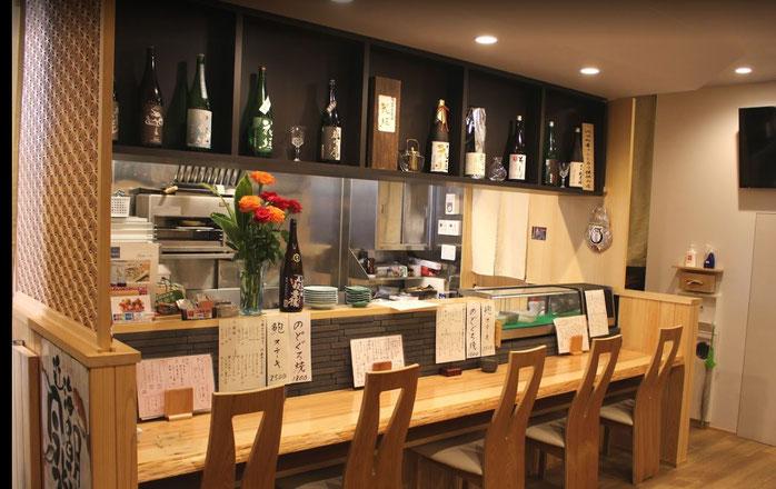 店内カウンター|福井市順化で地酒が豊富な割烹・居酒屋「晩酌ちろり」