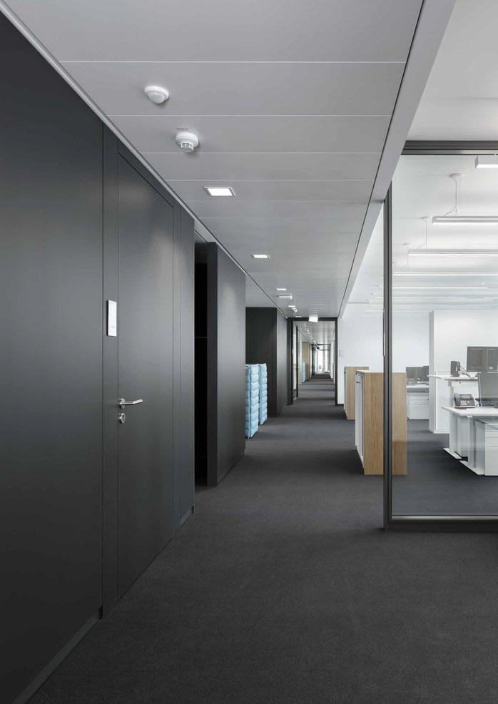 Trennwand aus Glas im Büro - Sichtbare Perfektion - Foto: feco-feederle GmbH, Fotograf Nikolay Kazakov - fecowand