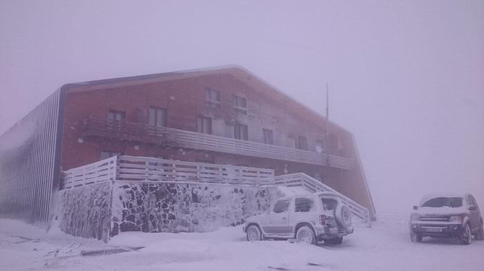 Leaving Goderdzi Pass, it is still snowing.