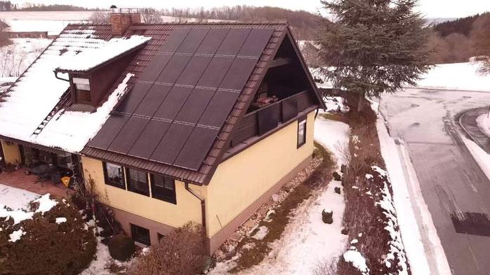 Bild: Solaranlage auf dem Eigenheim (© iKratos)