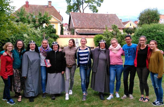 Die Wallfahrer wurden von den Birgittaschwestern und drei weiteren Praktikantinnen herzlich begrüßt.