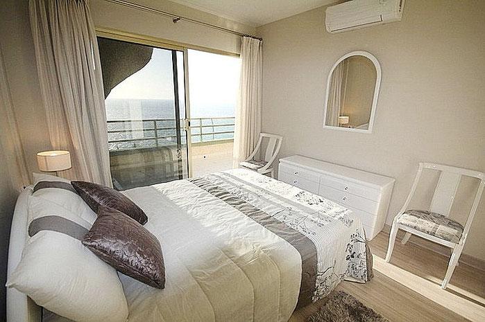 Das 1. Schlafzimmer mit Meerblick.