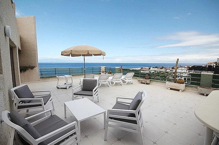 Das ist die 1. Terrasse mit einem wunderschönen Ausblick in Richtung Meer.