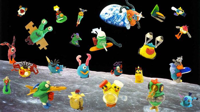 Eigentlich wollte ich Fotos der Aliens  in das Gemeinschaftsbild,s.o., kleben, aber dann würde das Weltall wohl wegen Überfüllung geschlossen! Deshalb bekommen sie jetzt ihren eigenen Planeten.