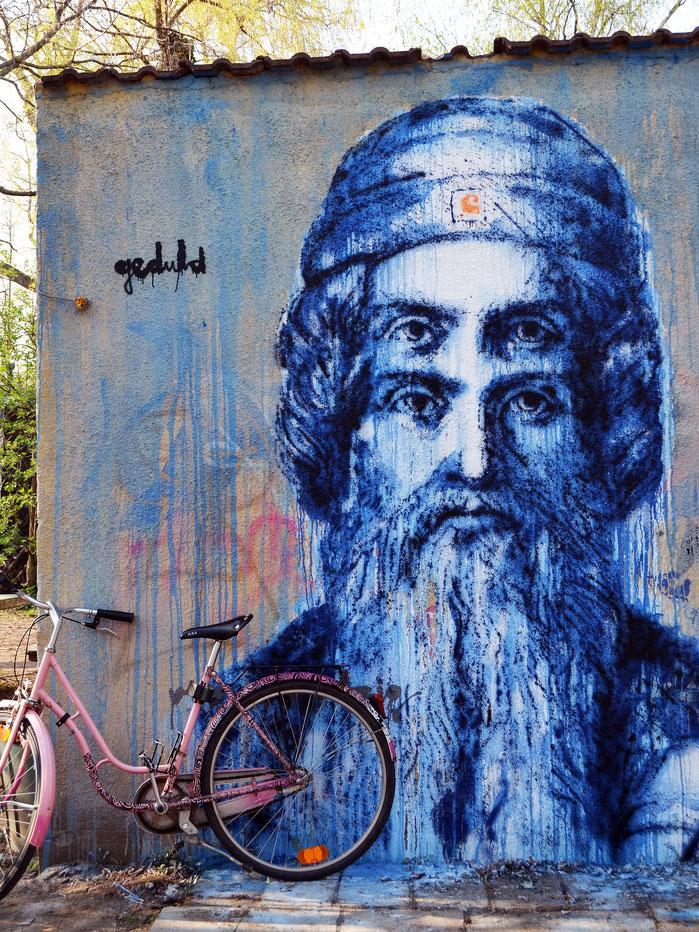 """yorkar street art mural graffiti 4 Augen für Johannes Gutenberg Portrait """" GEDULD """" Haus Mainusch Universität Mainz ( Wandfarben und Sprühlacke auf Fassade )"""
