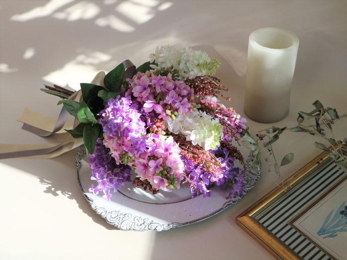 ライラックのアートフラワー造花の結婚式用ウェディングブーケは海外挙式や前撮りにも人気です