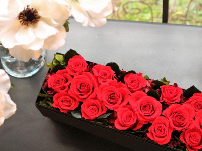 プロポーズに贈りたい赤バラのボックスプリザーブドフラワー