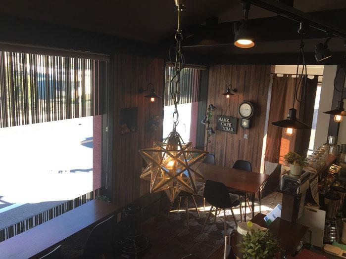 創立50周年で店内に「カフェ」誕生。レトロモダンな雰囲気のスペースも「まめ」サイズですがくつろげます。