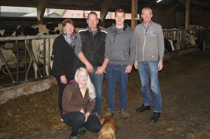 Abb. (von links nach rechts): Meike, Angelina, Hergen und Manuel Wiese, Gerold Klarmann, Außendienstmitarbeiter Firma Ripken