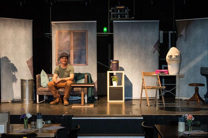 """Bühnenaufbau für """"Tanz der Puppen"""", das abendfüllende Programm von Tim Becker"""