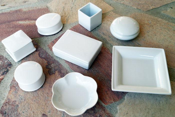 Contenant à dragées en porcelaine blanche