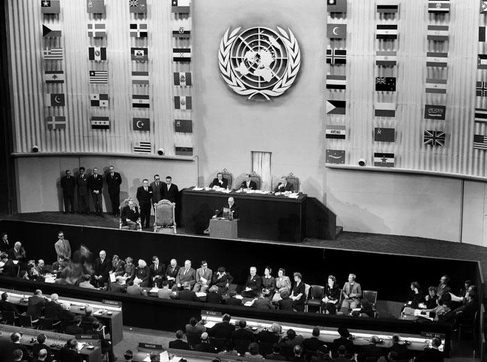 10 dicembre 1948. Firma della Dichiarazione Universale dei Diritti Umani.