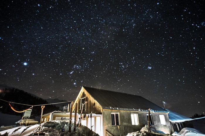 Neue Saison, neue Hütte: unsere Unterkunft in der BlindBird Season. © whitehearts.de