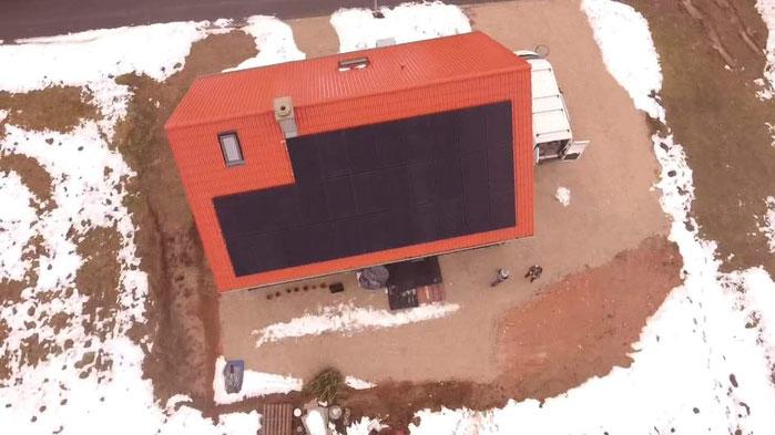 Installierte Photovoltaikanlage auf einem Einfamilienhaus © iKratos