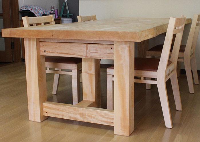 栃の一枚板ダイニングテーブル&組木の椅子(藤沢市・N様邸)