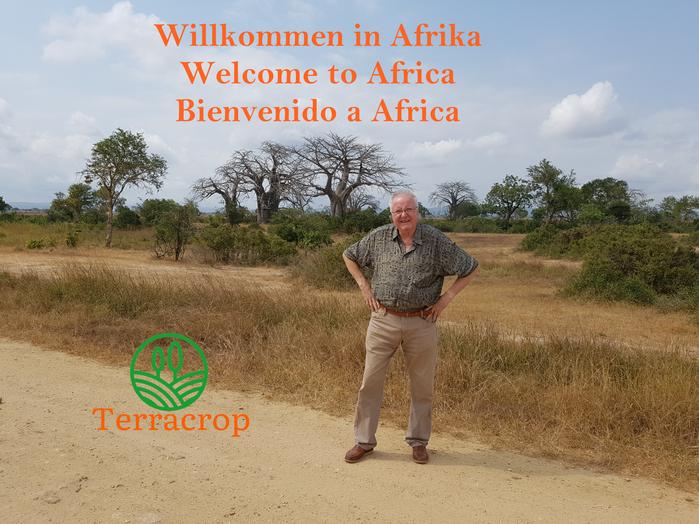 Terracrop Logo auf Foto mit Elefantenherde in Afrika