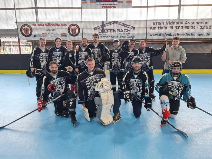 So sehen Sieger aus: Die Rüsselsheimer Hockeyspieler sind aktuell gut drauf und führen ihre Gruppe an. Foto: Albrecht