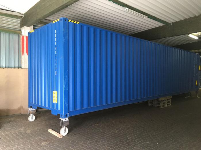 40' High Cube Container in einer Halle