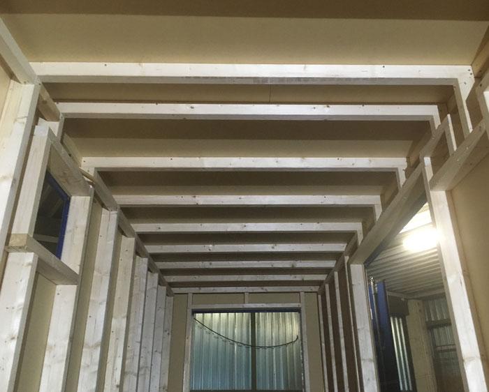 Holztänderwerk Decke und Seiten