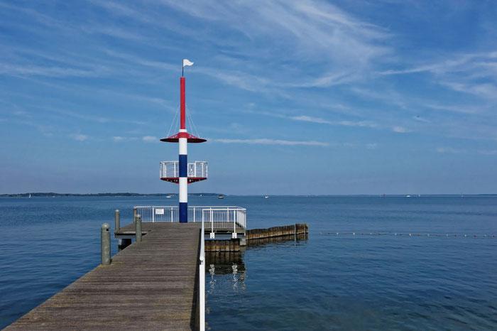 Hafendorf Müritz Steg und Leuchtturm