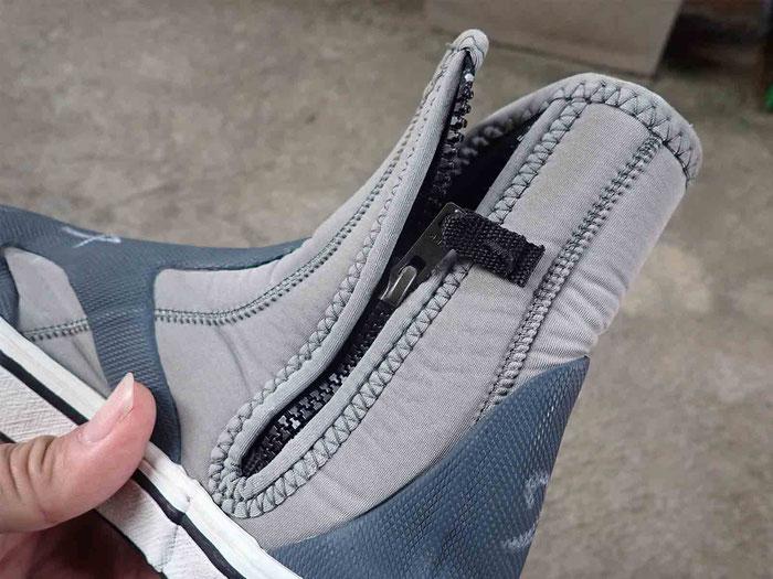 ブーツのチャックの確認。スムーズに動くか点検です