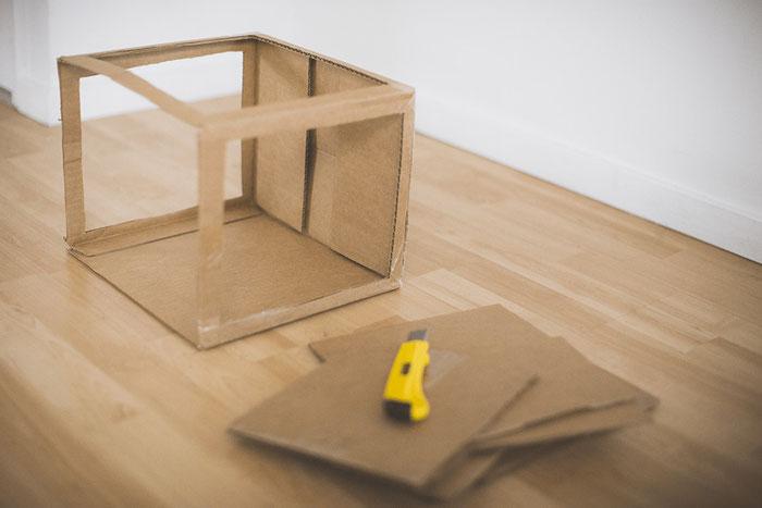 Das ist das Gerüst eurer Lightbox, auf das wir im nächsten Schritt die weißen Seitenwände aus Servietten spannen.
