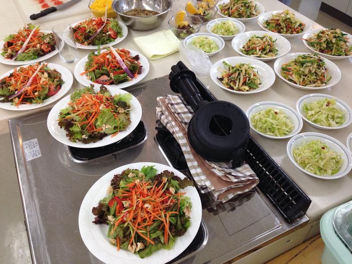 生野菜をばりばり食べる