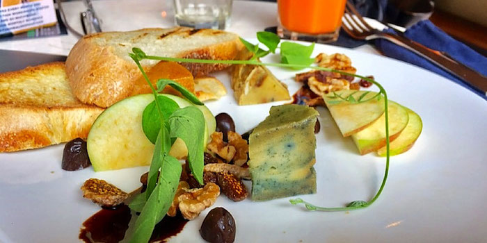 nut cheese taster at sayuri in ubud bali